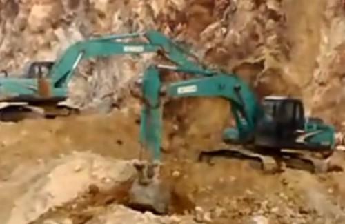 挖土机工作